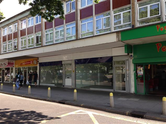 Worthing Jobcentre Plus contact phone numbers, address and opening times. The Worthing jobcentre offers benefits and support services including; Universal Jobmatch, Income Support, Jobseekers Allowance, Employment Support Allowance and Universal Credit.. The Worthing Jobcentre Plus office doesn't have a direct phone erlinelomantkgs831.gaon: Crown Buildings, Crown House, High St, Worthing BN11 1NG.